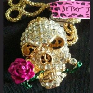 NWT Betsey Johnson Skull necklace